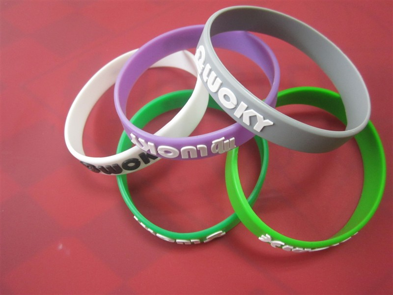 Bracelet silicone embossé